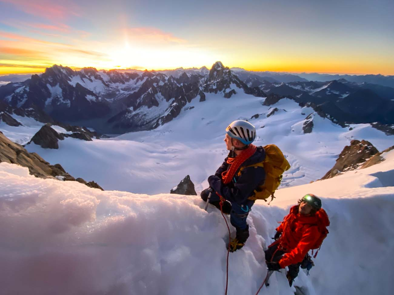 Prachtige zonsopgang tijdens beklimming